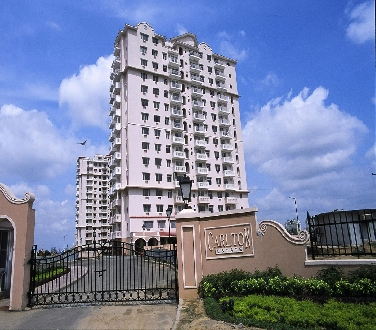 Carlton Estate, 3 Bhk Flat Available  For Sale