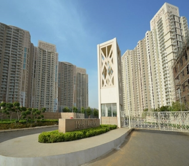 Park Place, 4 Bhk Flat Available  For Sale